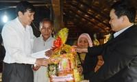 Quang Ngai kümmert sich zum Tetfest um Menschen mit Verdiensten