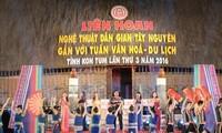 Eröffnung des Festivals der folkloristischen Kunst des Hochlands Tay Nguyen