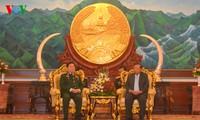 Verteidigungsminister Ngo Xuan Lich besucht Laos