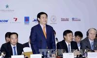 Vizepremierminister Vuong Dinh Hue nimmt am Privatwirtschaftsforum teil