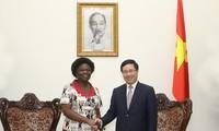 Vizepremierminister Pham Binh Minh trifft Vize-Präsidentin der Weltbank Kwakwa