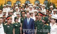 Ehrung der Vorbilder über Arbeiten nach Ideologien und den Moral Ho Chi Minhs