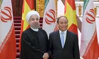 Premierminister Nguyen Xuan Phuc trifft Irans Präsident Hassan Rouhani