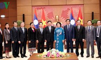 Parlamentspräsidentin Nguyen Thi Kim Ngan trifft Laos Premierminister Sisoulith