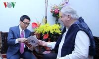 Vizepremierminister Vu Duc Dam beglückwünscht Künstler und Wissenschaftler