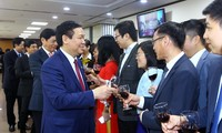 Vizepremierminister Vuong Dinh Hue beglückwünscht VietcomBank