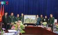 Soldaten der Grenzstation Pa Tan helfen Einwohnern bei der Wirtschaftsentwicklung