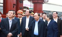 Premierminister Nguyen Xuan Phuc besucht Provinz Ha Nam