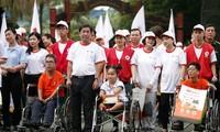 5000 Menschen gehen zu Fuß für Agent-Orange-Opfer und arme Behinderte