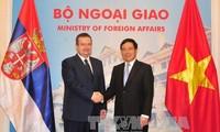 Gespräch zwischen Pham Binh Minh und seinem serbischen Amtskollegen Ivica Dacic