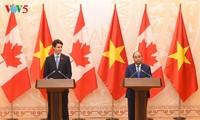 Nguyen Xuan Phuc führt Gespräch mit seinem kanadischen Amtskollegen