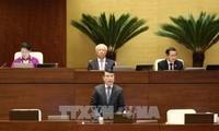 Der Gouverneur der Staatsbank Le Minh Hung stellt sich dem Parlament