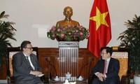 Vizepremierminister Pham Binh Minh empfängt den finnischen Botschafter