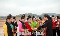 Tong Thi Phong feiert das Tetfest mit Angehörigen der ethnischen Minderheiten in Son La