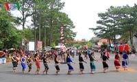Straßenfest – typisch für das Hochland Tay Nguyen