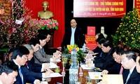 Der Premierminister besucht Produktionsmodelle der Bauern im Kreis Hai Hau