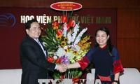 Vietnamesische Frauen spielen eine wichtige Rolle bei Aufbau und Verteidigung des Landes