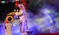 Die Schönheit des fokloristischen Chau Van-Gesangs beim Festival in Hue