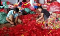 Das Dorf Tu Van beschäftigt sich mit dem Nähen von nationalen Flaggen