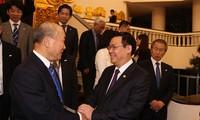 Vizepremierminister Vuong Dinh Hue empfängt Delegation der FEC