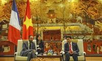 Stadtoberhaupt Nguyen Duc Chung empfängt den französischen Premierminister