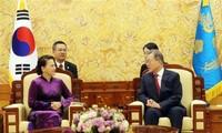 Parlamentspräsidentin Nguyen Thi Kim Ngan trifft Südkoreas Präsident Moon Jae-in
