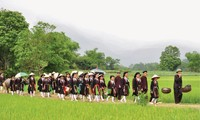 Rituale bei der Brautabholung der Volksgruppe San Diu