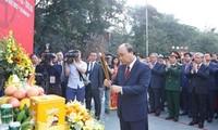 Premierminister Nguyen Xuan Phuc nimmt an Fest zum 230. Jahrestag des Sieges Ngoc Hoi – Dong Da teil