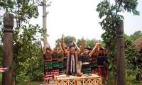Gebetszeremonie für das Tor eines Dorfes der Volksgruppe M´nong