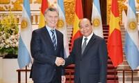 Premierminister Nguyen Xuan Phuc empfängt Argentiniens Präsident Mauricio Macri