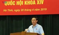 Vize-Premierminister Vuong Dinh Hue trifft Wähler der Provinz Ha Tinh