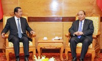 Staatstrauer für General Le Duc Anh: Nguyen Xuan Phuc empfängt hochrangige Politiker Kambodschas und Laos