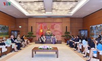 Parlamentspräsidentin Nguyen Thi Kim Ngan empfängt die kubanische Generalstaatsanwältin