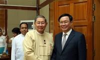 Vizepremierminister Vuong Dinh Hue trifft den myanmarischen Minister für Planung und Finanzen
