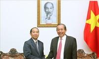 Ständiger Vizepremierminister Truong Hoa Binh empfängt den Präsidenten des laotischen Obersten Gerichtshofes