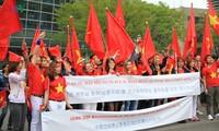 旅韩越南人举行示威游行反对中国