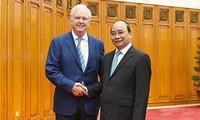 阮春福会见美国哈佛大学越南计划主任托马斯·瓦雷利