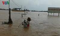 阮春福总理要求克服中部洪灾影响并紧急应对七号台风