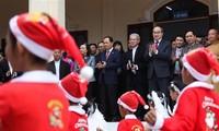 越南有关方面向天主教神职人员和信教群众致以圣诞祝贺