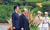 日本首相安倍晋三及夫人圆满结束对越南的正式访问