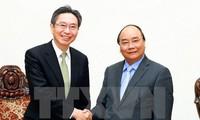 越南政府总理阮春福会见日本三菱东京日联银行总裁小山田隆