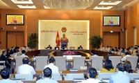越南第14届国会常委会第9次会议对两位部长进行质询