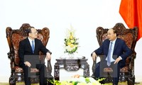 力争将2017年越南与中国香港双边贸易额提升至八十亿美元