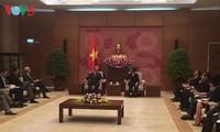 加强越美两国国会合作