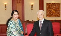 阮富仲会见孟加拉国国民议会议长希琳•沙尔敏•乔杜里