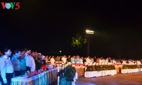 越南党和国家领导人出席越南荣军烈士节70周年电视连线直播节目