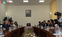 越南与阿塞拜疆两国外长举行会谈