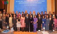 2017年APEC妇女与经济公私对话在顺化市开幕