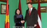 越南国家副主席邓氏玉盛对拉脱维亚进行正式访问