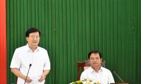 越南政府副总理郑庭勇视察广义省